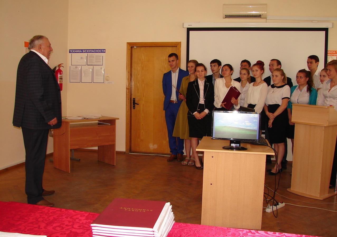 Защита дипломных работ выпускниками филиала в п Мостовском  dsc01874